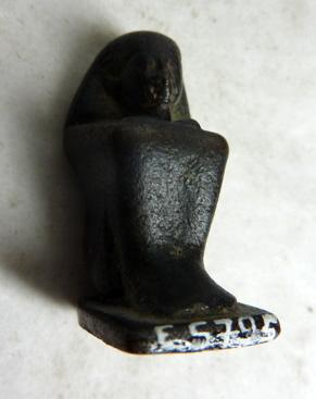 figurine ; statue cube