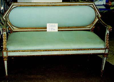 Canapé d'un mobilier de salon, comprenant dix pièces