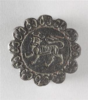 Pommeau de dague : lion marchant / écu chargé d'un château à trois tours