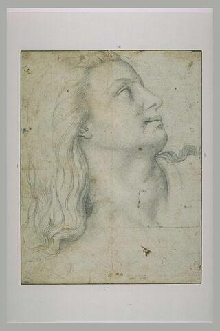 Tête de jeune femme, de profil, tournée vers la droite, le regard levé