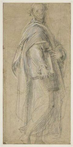 Homme debout drapé, tenant un livre sous le bras, appuyé sur son corps