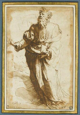 Moïse debout, de trois quart vers la gauche, un jeune homme à ses pieds