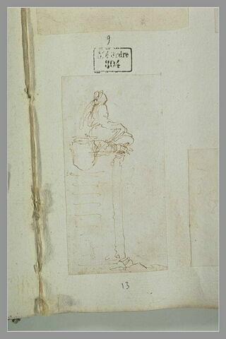 Figure assise, de trois-quarts, en haut d'un piedestal orné d'un cartouche