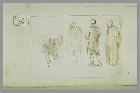 Silhouettes d'hommes en manteau long : trois debout et un penché en avant