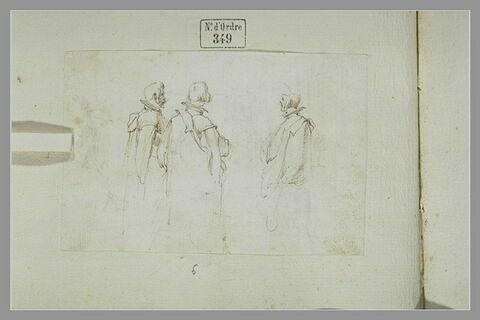 Trois hommes debout, en manteau long