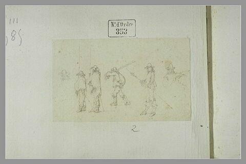 Quatre soldats armés de piques et deux soldats de dos
