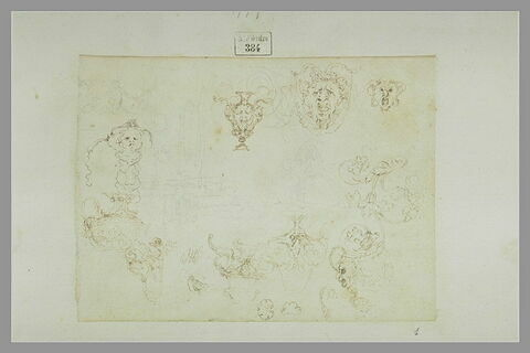 Etude de vases ; fragments de frises ; masques grotesques