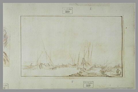 Vue d'un port avec plusieurs bateaux et une jetée en bois