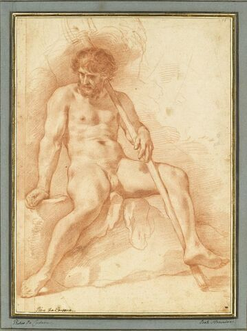 Homme nu, assis, les jambes écartées, un bâton dans la main gauche