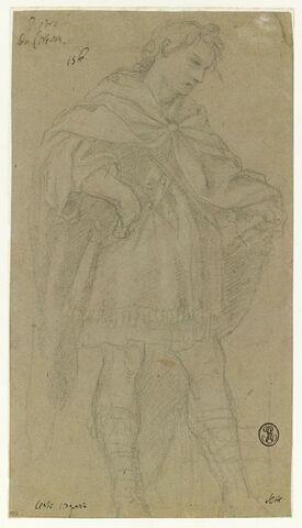 Jeune homme, debout, vêtu d'une tunique courte et d'un manteau