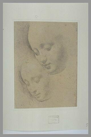 Deux têtes de femme, de trois quarts, les yeux baissés