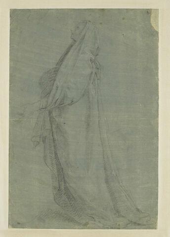 Femme debout, drapée, de profil à gauche, regardant vers le haut
