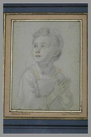 Buste d'enfant, la tête légèrement tournée vers la gauche, les mains jointes