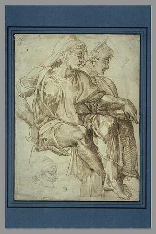 Un homme et une femme assis, de profil, et reprise de la tête de l'homme