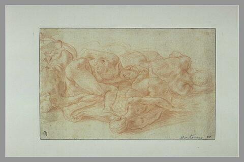 Cinq corps d'hommes nus, étendus à terre