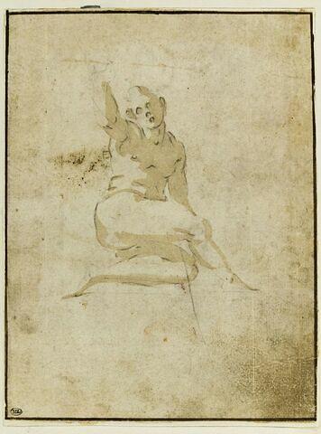 Un homme nu, assis, levant le bras droit