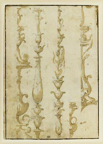 Cinq ornements de pilastres dont deux vus par moitié