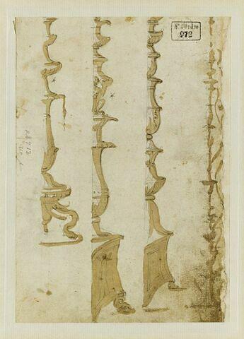 Etudes des moitiés droites de quatre ornements en forme de candélabre
