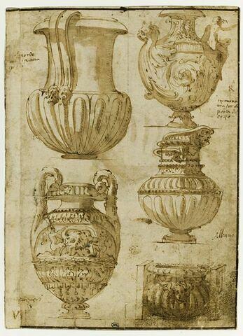 Quatre urnes et une cassolette