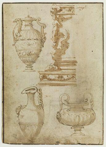 Trois vases, et étude de la partie gauche de la base d'un candélabre