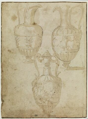 Deux aiguières et un vase