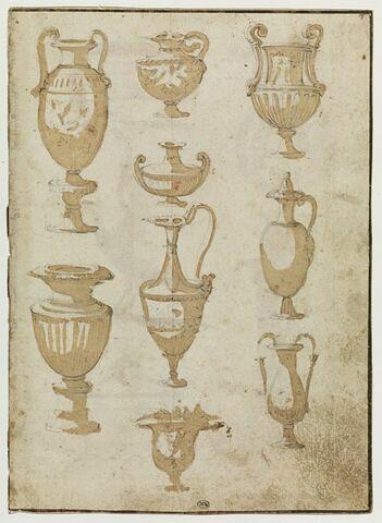 Neuf vases de formes variées