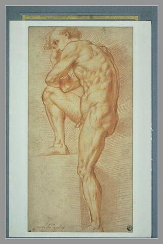 Jeune homme nu, accoudé sur sa jambe droite posée sur un degré