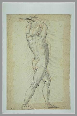 Homme nu, debout, de dos, les mains levées au dessus de sa tête