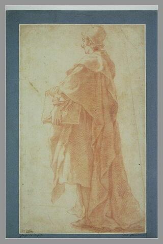 Homme debout drapé, tenant un livre, tourné vers la gauche