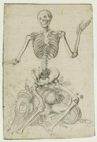 Un squelette assis sur des trophées