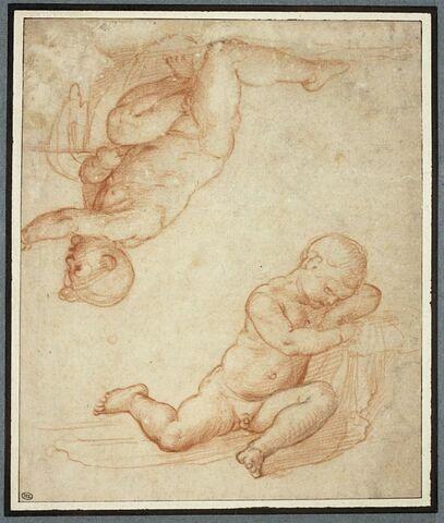 Deux enfants, l'un à genoux et l'autre endormi
