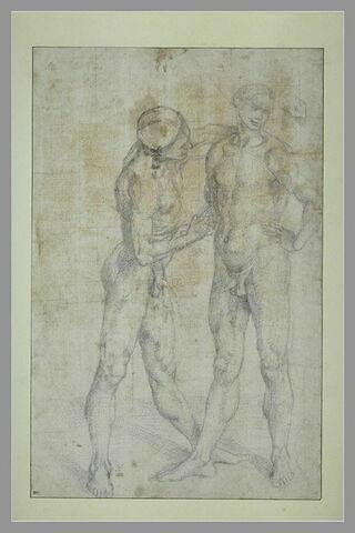 Homme nu entourant les épaules d'un autre homme avec son bras gauche