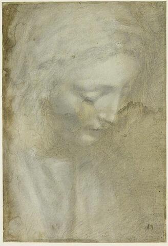 Tête de femme, penchée en avant, les yeux baissés