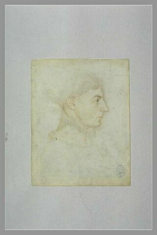 Jeune-homme, vu en buste, de profil vers la droite