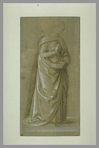 Femme drapée, debout, de profil, tournée vers la droite