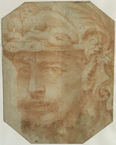 Tête d'homme coiffée d'un casque bizarre, orné de figures chimériques