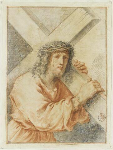 Le Christ, vu en buste, portant la Croix