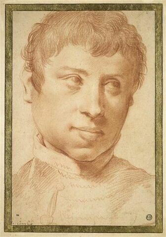 Portrait de jeune homme de face