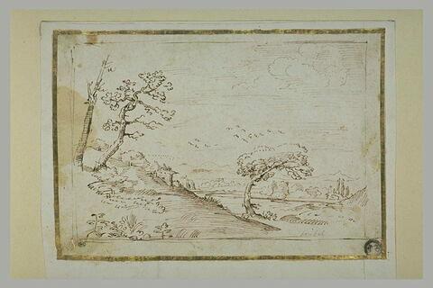 Paysage avec des bâtisses à flanc de coteau, et une plaine bordée de monts