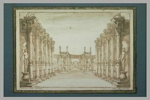 Vue d'une cour à colonnade, ornée de nombreuses statues