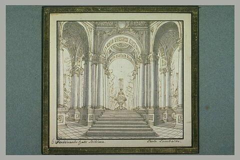 Galerie à colonnes et ogives, ouvrant sur une fontaine