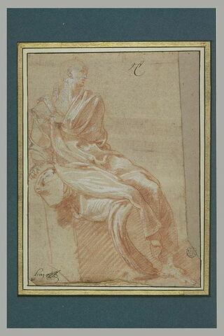 Figure drapée,assise, tournée vers la droite, le bras gauche sur la poitrine