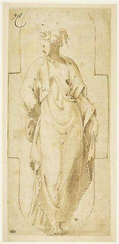 Femme drapée, debout, la main droite derrière le dos, dans un cadre échancré