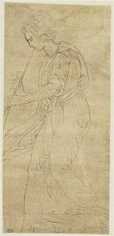 Une femme debout jouant de la trompette, de profil vers la gauche
