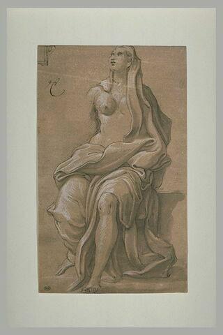 Femme à demi drapée, assise, regardant vers le haut