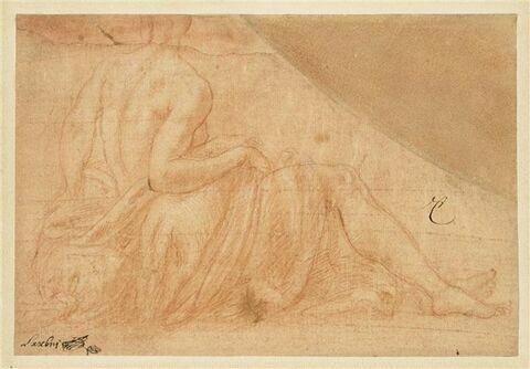 Femme à demi nue, de dos, assise à terre, se retournant vers la gauche