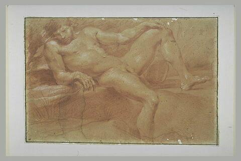 Homme nu, à demi allongé sur des rochers