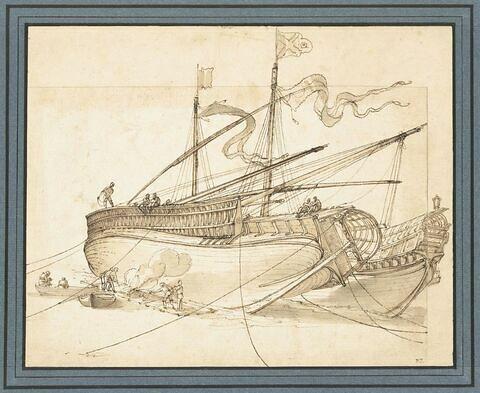 Vaisseau sur le flanc, goudronné par des ouvriers, près d'un autre navire