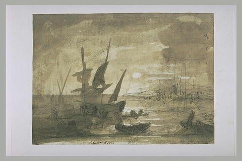 Nombreux bateaux accostés, dans un port