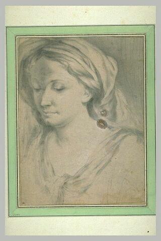 Femme, vue en buste, tournée vers la gauche
